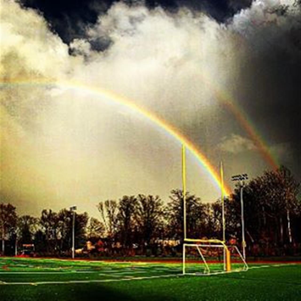 It's up.....it's good!!??#rainbow #nfl#playoffmagic #luckycharms #leadingrelocal #exploreyourhood #halstead #halsteadproperty #footballsunday #sunday #sundayfunday