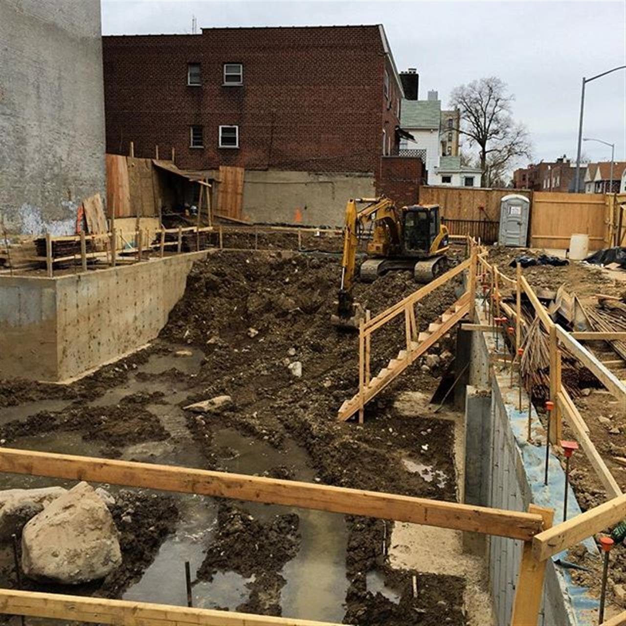 Monday's usually mean it's time to get back to #work and in #pelhambay that's the case for #laborers in this #construction site  #OSCARRIGAMONTY #OR #investinthebronx  #RealEstate #trulia #realty #realtor #zillow #homes #property #bronx #BronxNY #newyorkcity #NYC #thebronxdoesitbest #eyesonthebronx #Bronxrealestate  #sell #buy #realestate #pantigagroup #leadingre #TheBronxIs #minutesawayfromthecity #minutesawayfromwestchester Link in bio