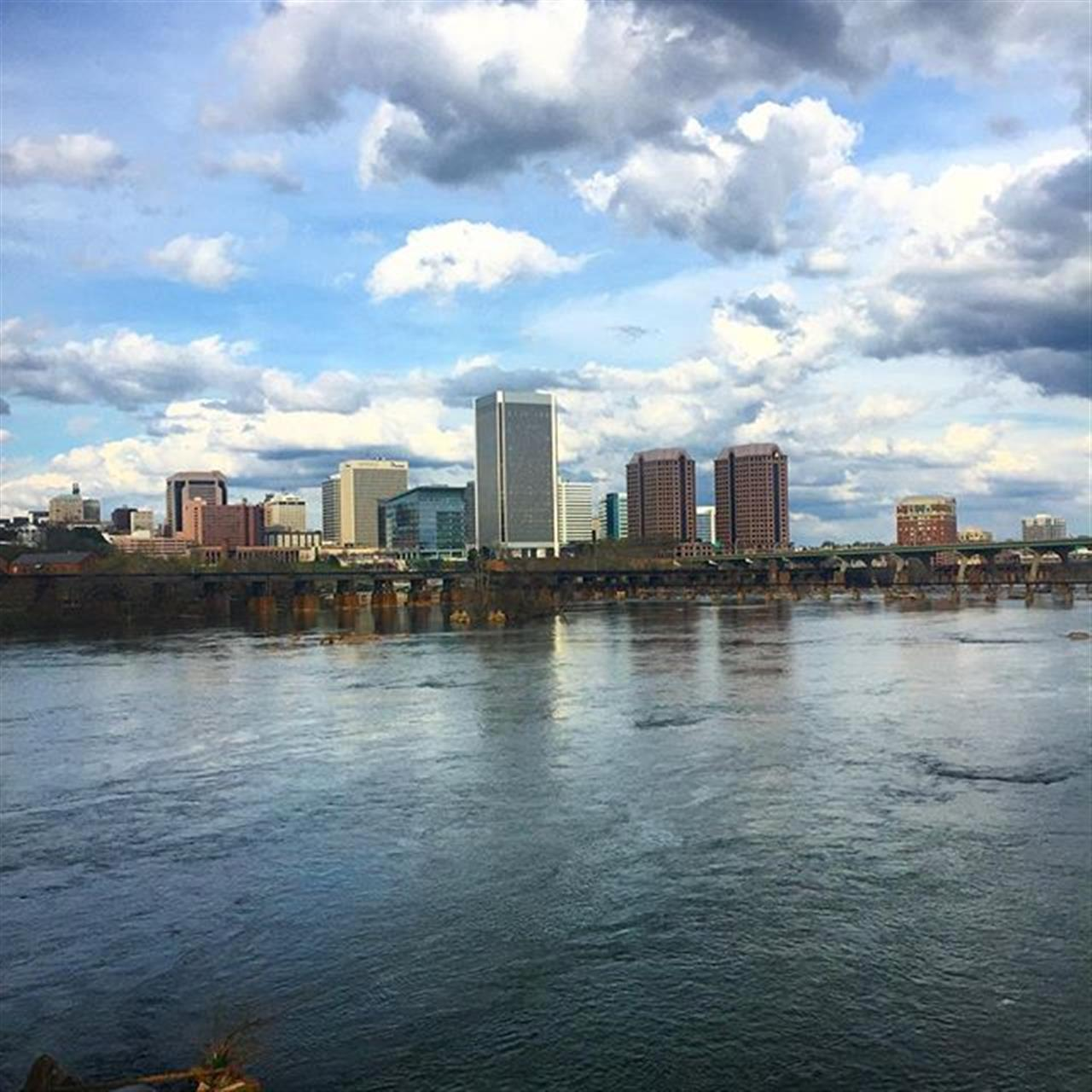 City views?? #rva #richmond #leadingrelocal #virginia #visitrichmond #va #visitvirginia #travel #clouds #jamesriver #city #skyline #river #belleisle #park #view