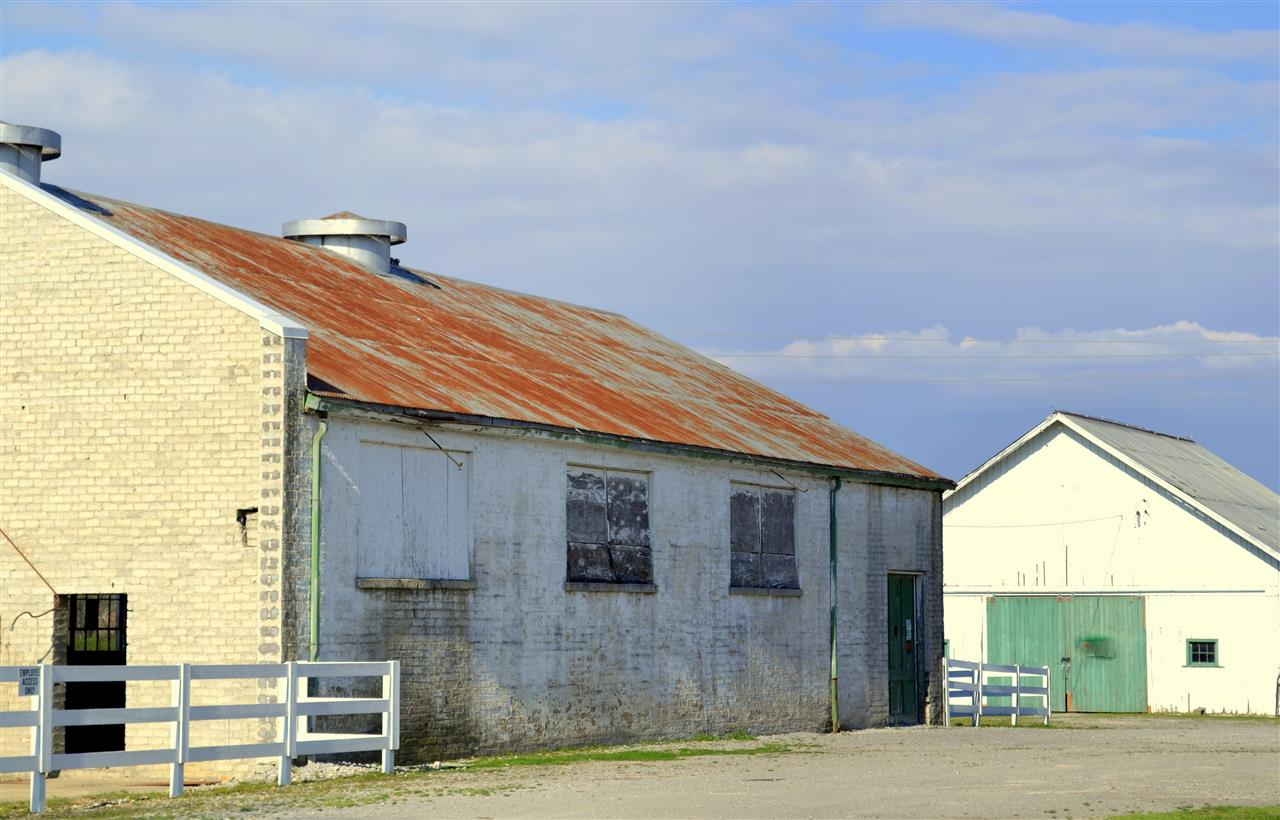 Historic barn at Harlinsdale manor