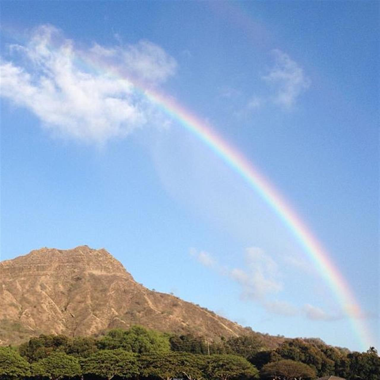My #HawaiiLife is always framed by rainbows. View of #DiamondHead from #KapiolaniPark. #LeadingRELocal