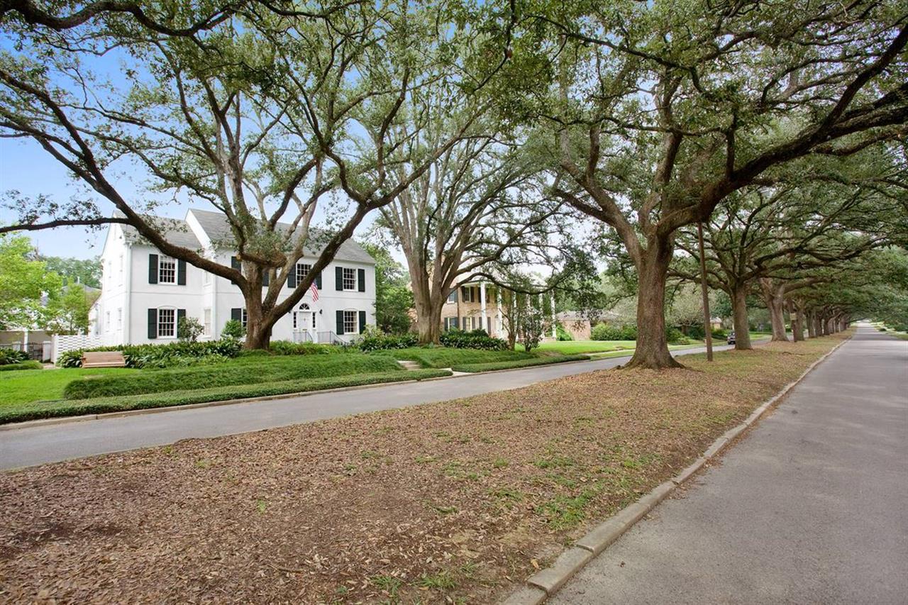 We love our treelined sreets! #LeadingRELocal #BatonRouge #Louisiana