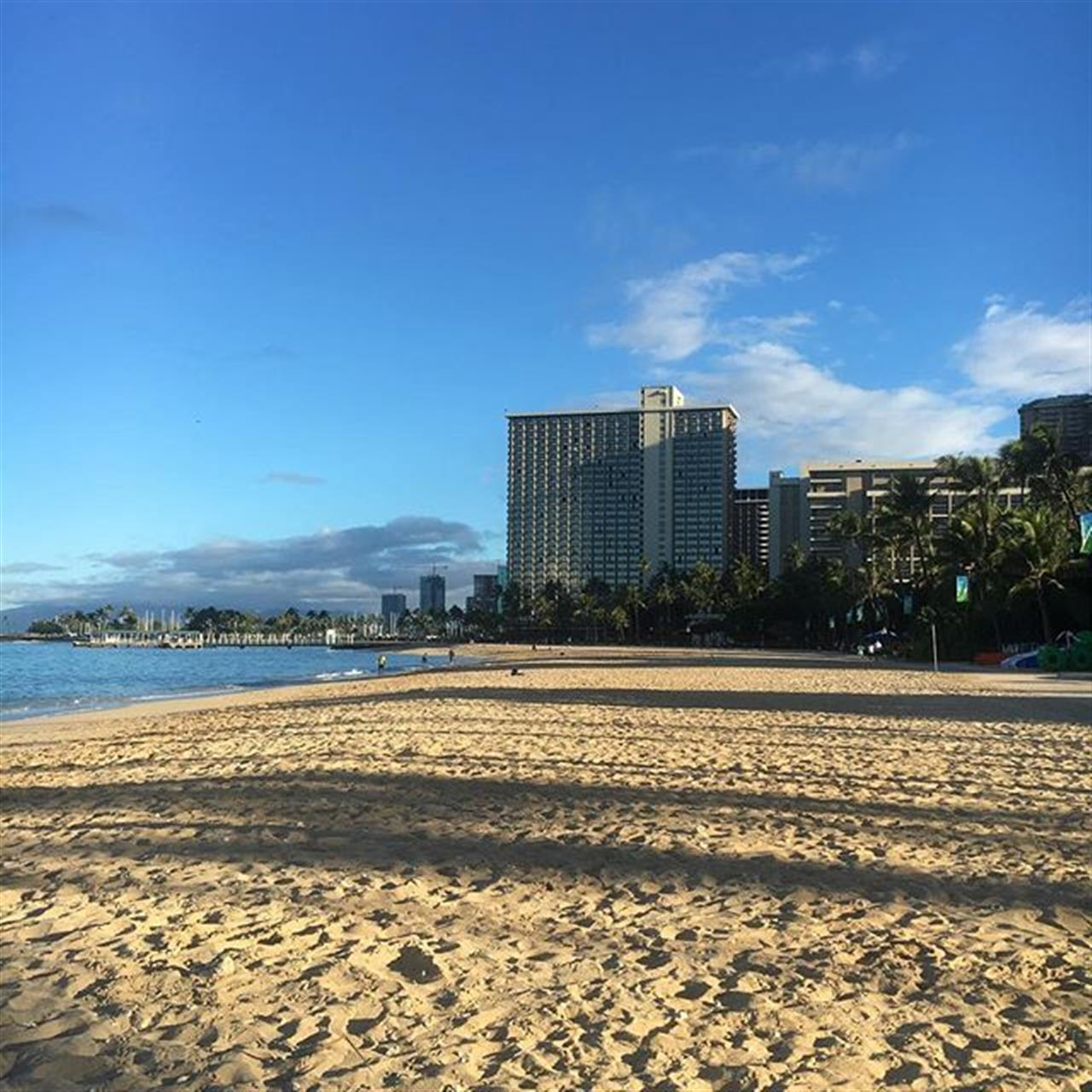 #morningwalk #waikikibeach #happyDOS #hawaiilife