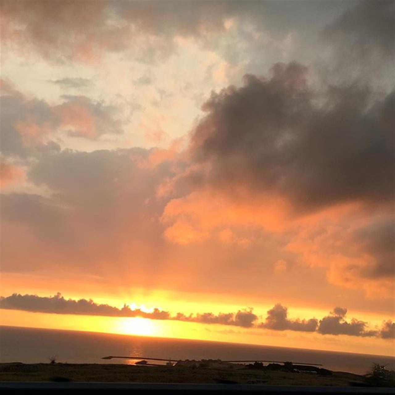 Kawaihae Gold! ???? #sunset #kawaihae #kohalacoast #hawaii