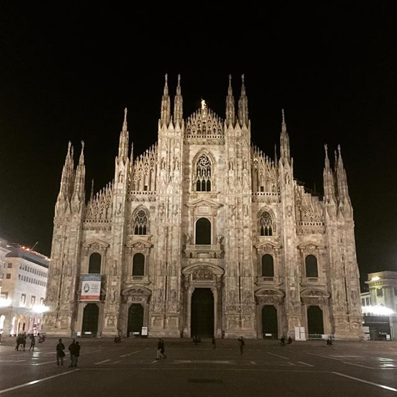 A place to be. My Cathedral ?? #milanobynight #milan #duomo #LeadingRElocal