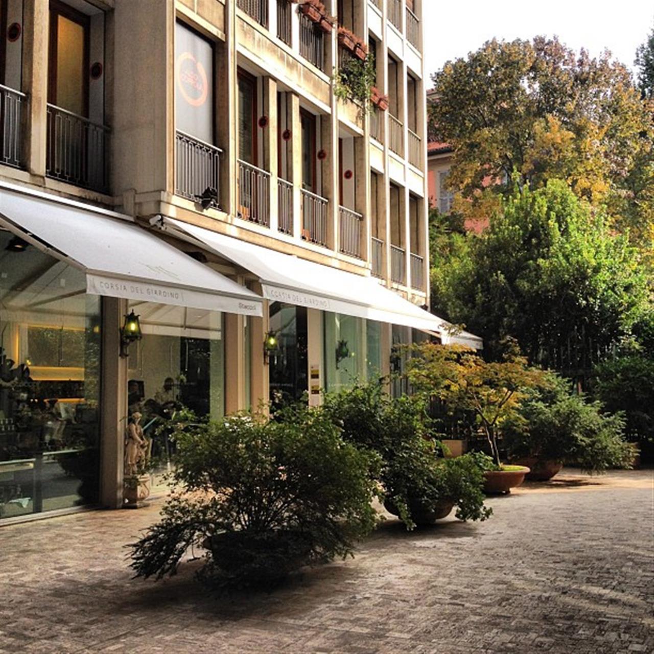 #Milano hides beautiful gardens!