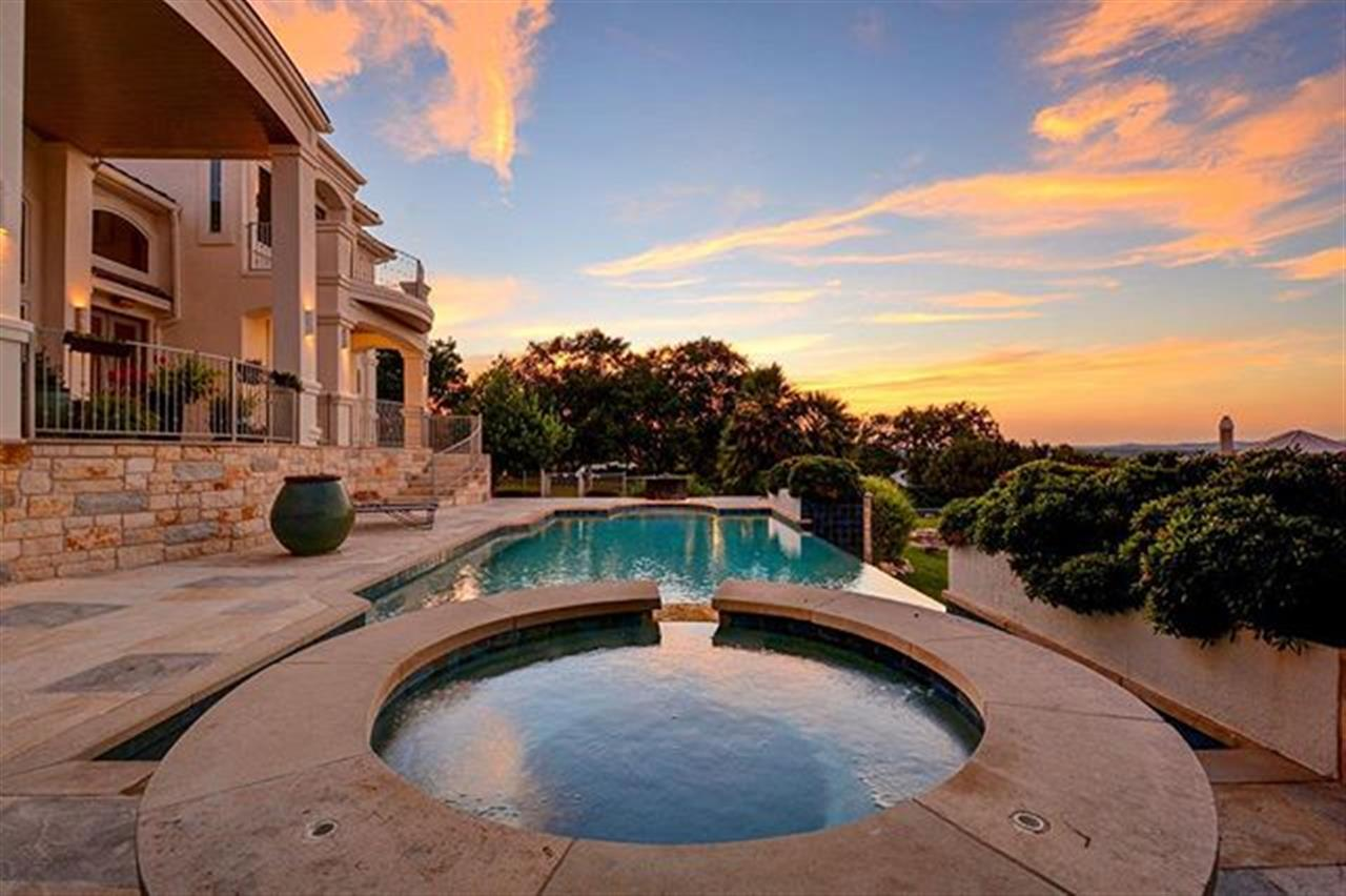 Amazing Lake Travis and Hill Country views #Moreland #laketravis #vineyardbay #austinrealestate  #hillcountry