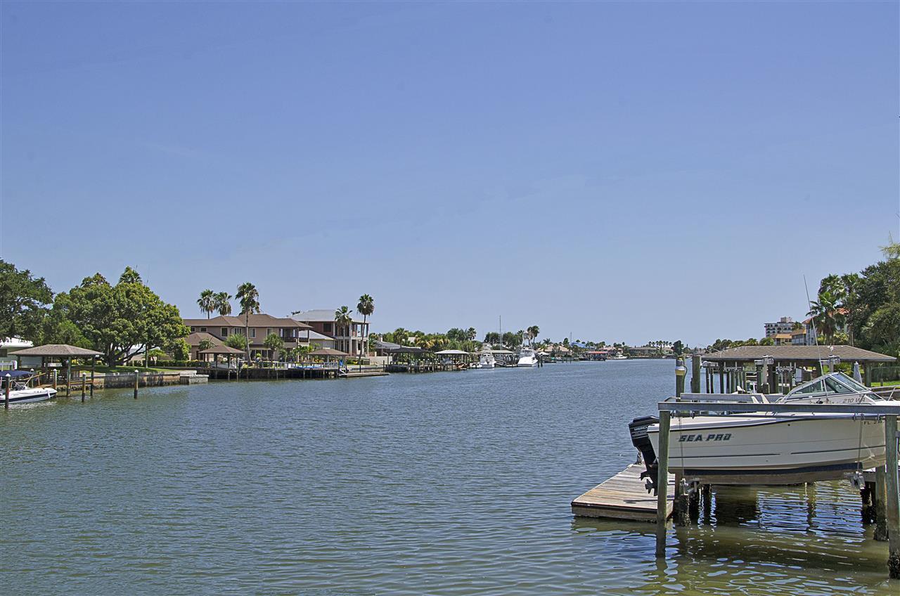 New Smyrna Beach, FL_Neighborhood_Homes on Lagoon