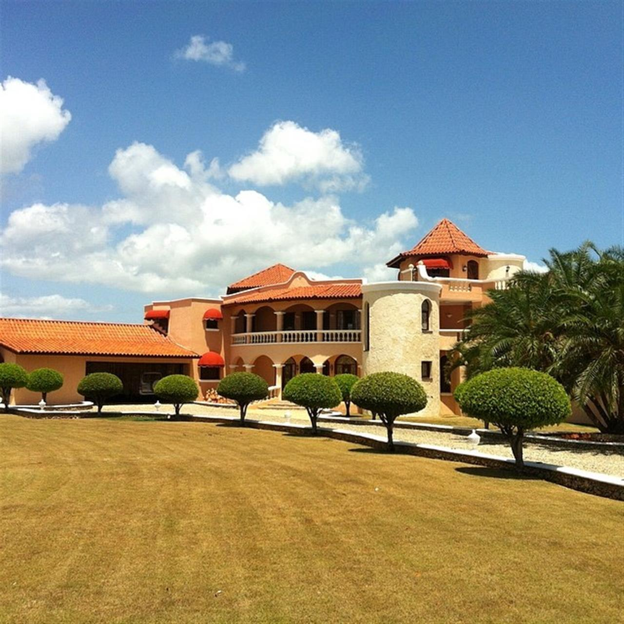 Gorgeous villa in the Cabarete and Sosua area for sale. Contact sabine@selectcaribbean.com for more details