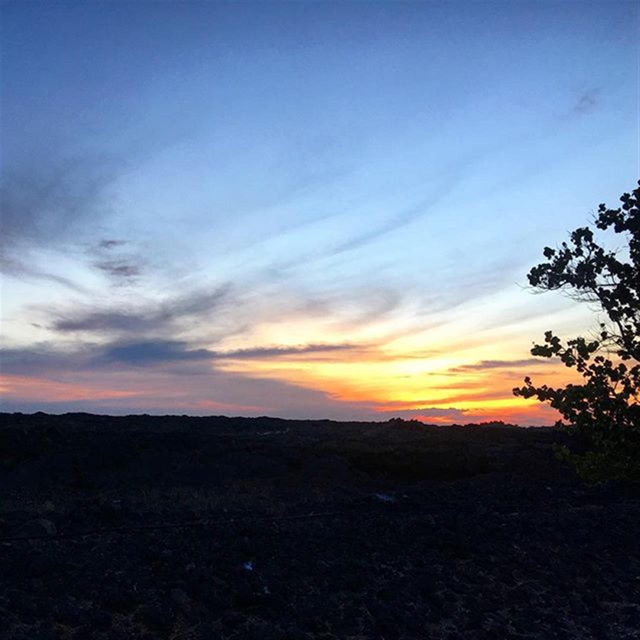 A sunset a day! ? Pretty sunset tonight from my office! #sunset #hawaiilife #waikoloabeachresort