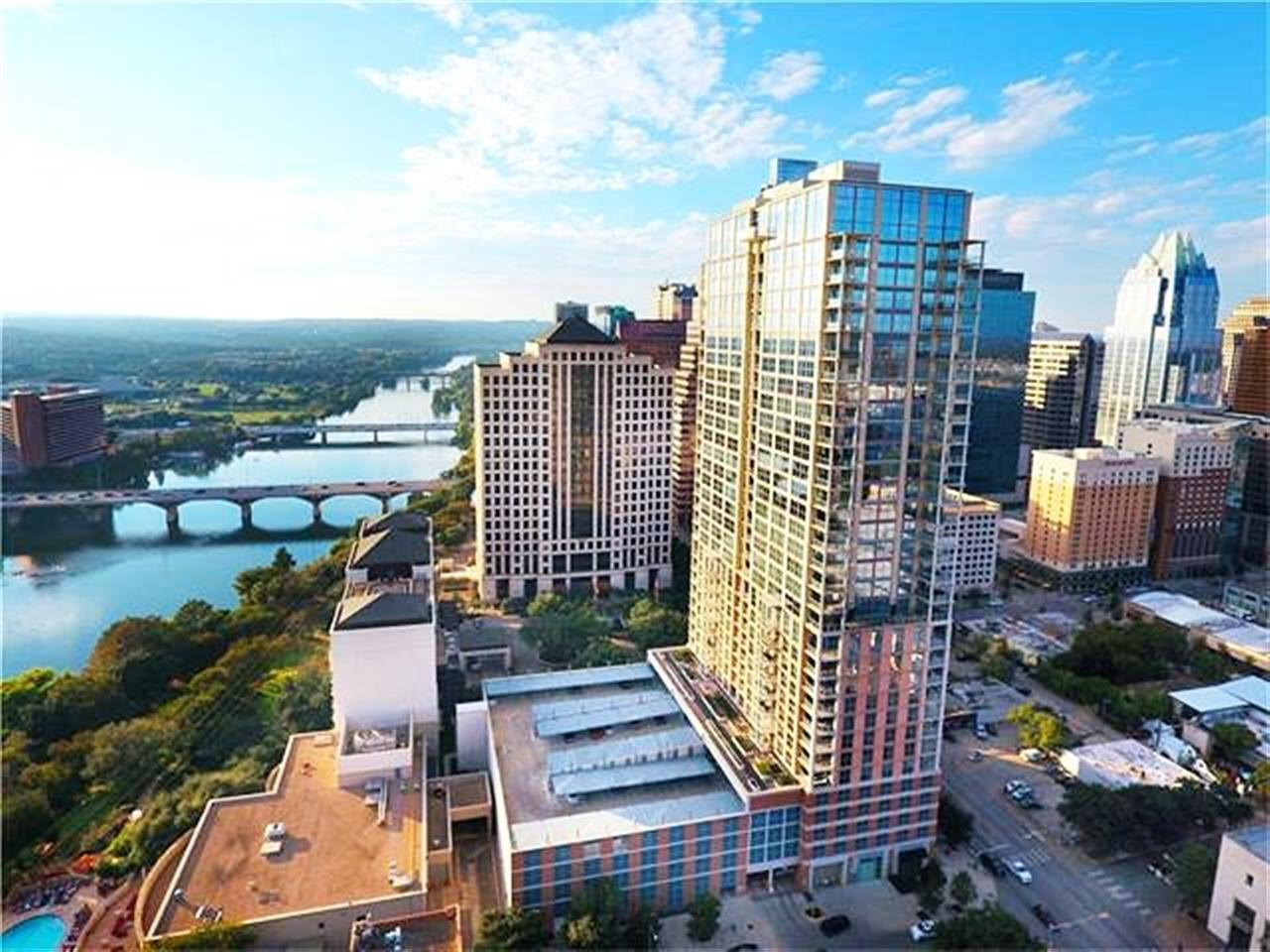 It's truly a perfect day in Austin, TX! Blue sky, warm weather, the sun is shining and the Four Seasons building downtown looks great! Inside we have a 1bd | 1.5ba unit now available and listed for $960k. 98 San Jacinto Blvd Unit #702 Listed By Anna Lee | Realtor | 512.968.6419 | anna@moreland.com #Austin #downtown #condo #forsale #luxuryrealestate #FourSeasons #MorelandProperties #townlake #ATXrealestate #leadingRE #downtowncondo #views #sunny