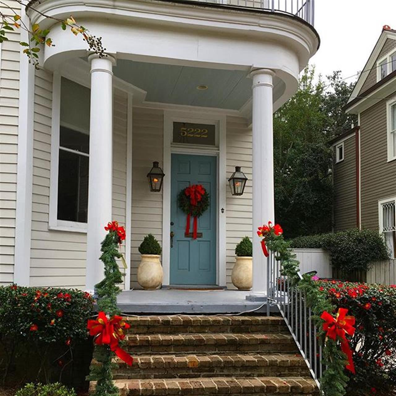 Houses in #Nola are always inviting you to come home for the #holidays!