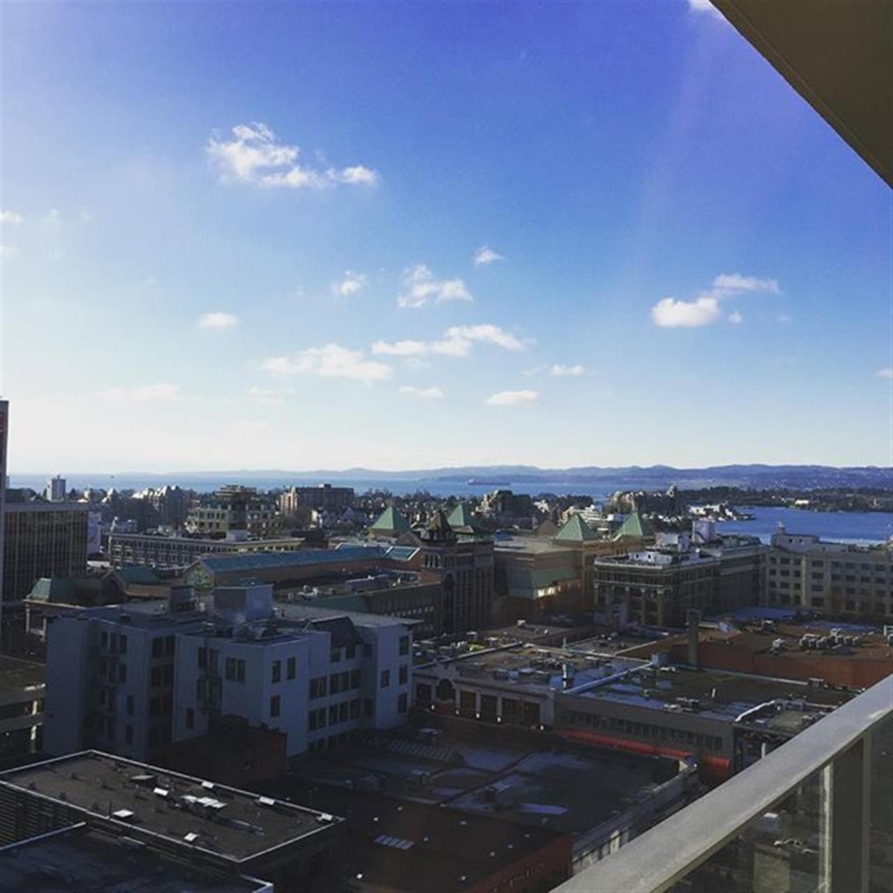 #15thfloor #condo #beautifulwinterday #victoriabccanada #downtown #realestateagent #realtorlife #realtor #realestate #leadingrelocal #oceanview