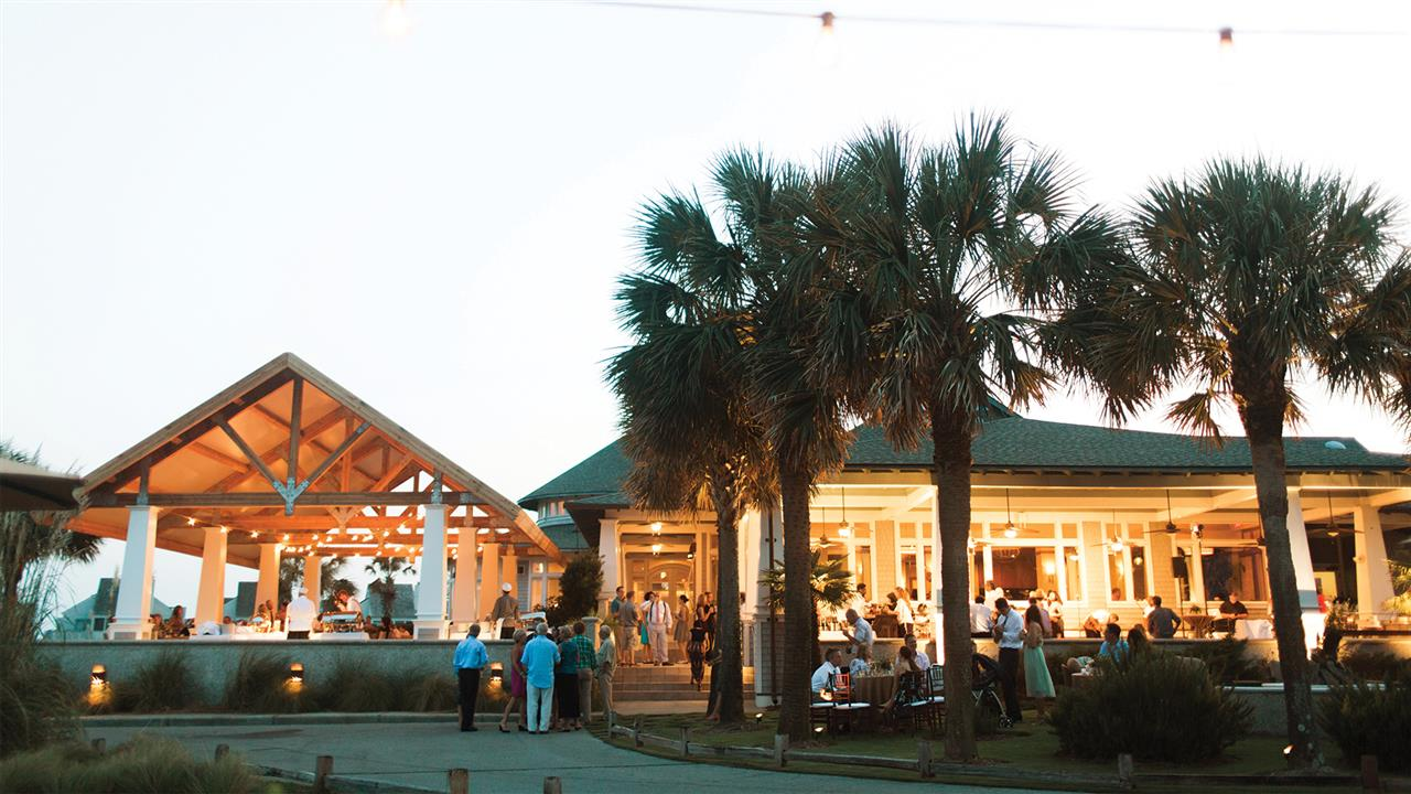 Bald Head Island outdoor dining provides the perfect ambiance for a couples retreat.