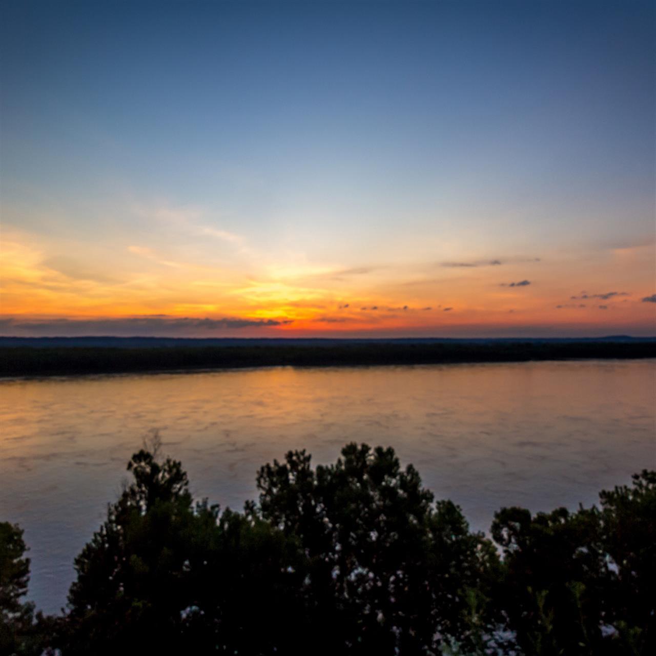 #LeadingRElocal #MississippiRiver #Sunrise #TrailofTearsStatePark #JacksonMO
