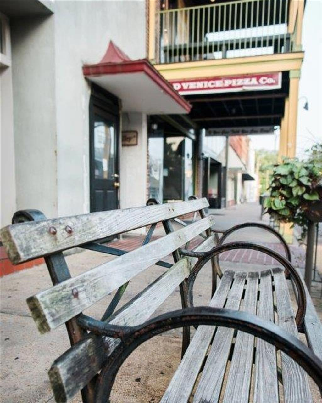 It's a perfect day to enjoy the square! #makeoxfordhome #cryeleike #oxfordms #oxfordsquare #leadingrelocal