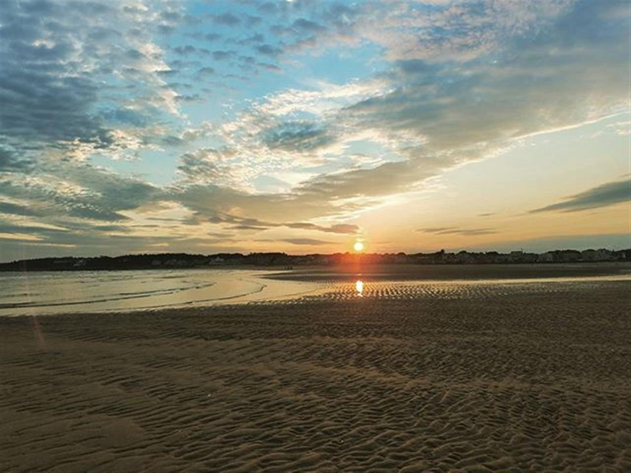 My favorite place to watch the sunset. Where in #maine do you like to watch the sunset? #higginsbeach #mainesunset #leadingRElocal