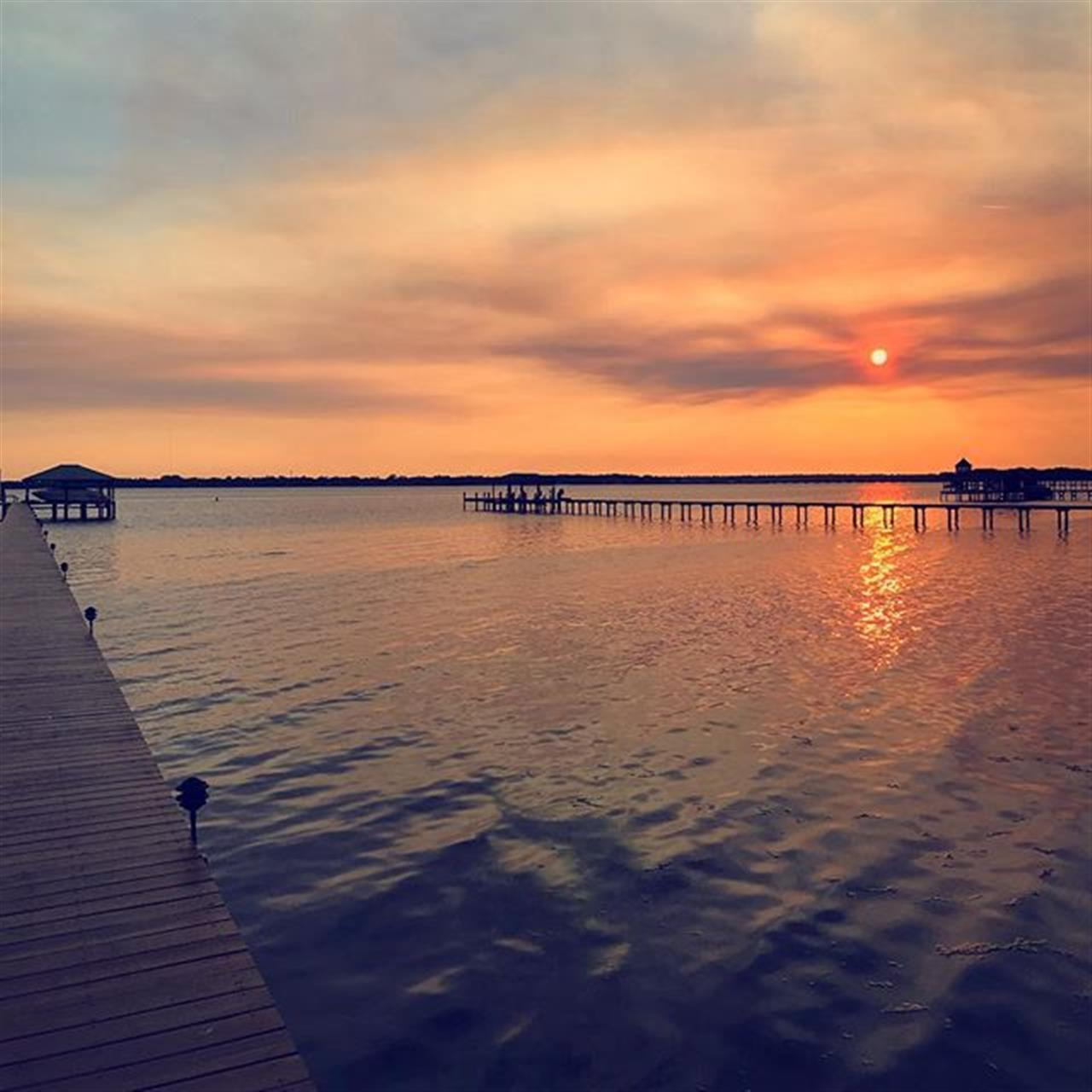 Last year Hurricane Matthew took out this dock and hurt the Jacksonville and surrounding areas. What doesn't kill you makes you stronger and what a special view to see after the rebuilding. #leadingrelocal #imlocalimglobal #leadingre #wearewatson #sunset #jacksonville #mandarin #hurricanematthew #rebuilds #stjohnsriver #calmafterthestorm #mandarin #jax