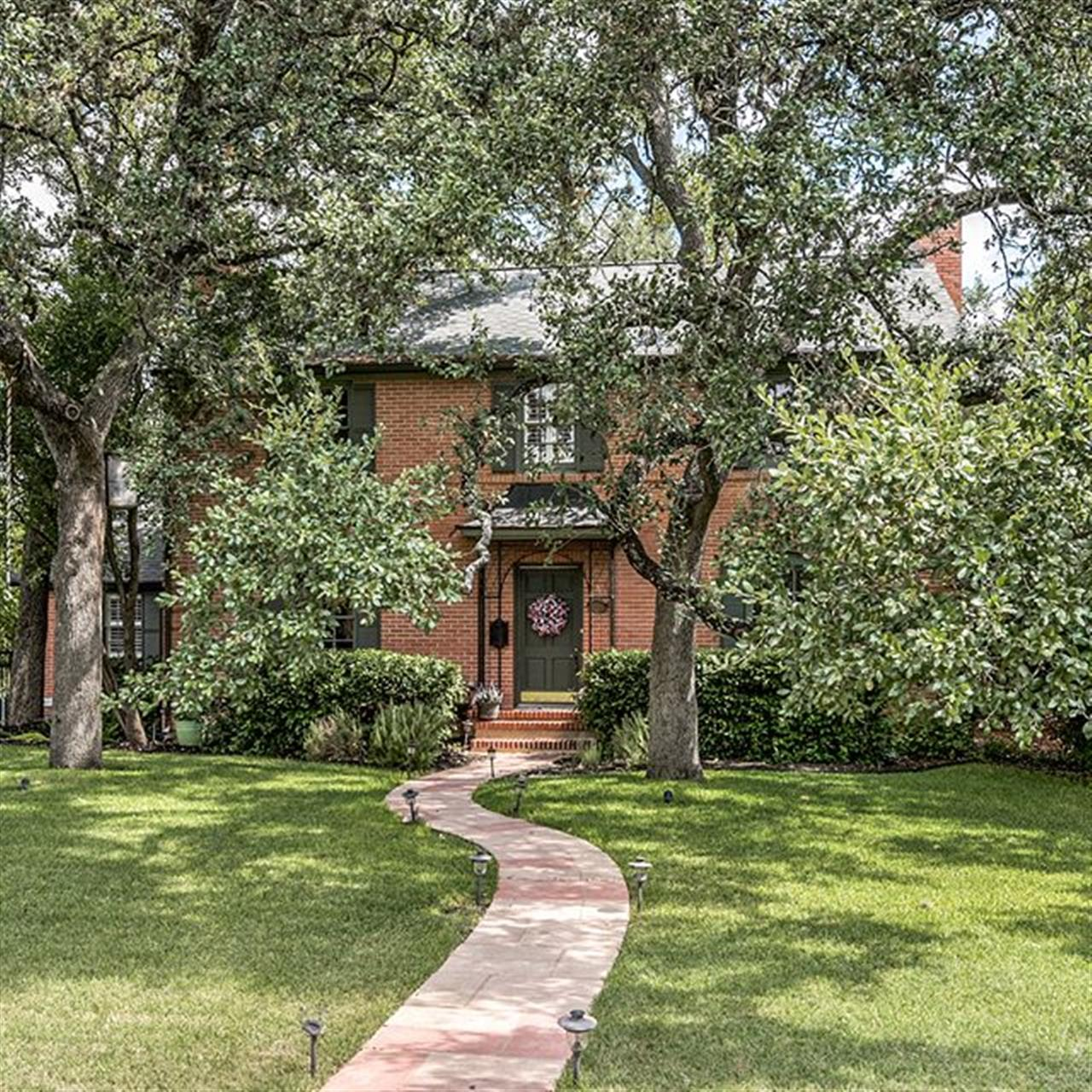 Luxury of The Day: 249 E. Terra Alta Dr. in #AlamoHeights, listed by @ellentherealtor. A remarkable renovation has been completed at this Atlee B. Ayres home on over half an acre with 4 bedrooms and 3.5 baths.