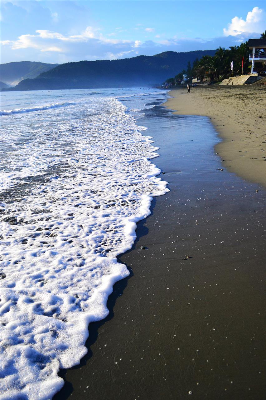 Cool waves in Baler, Aurora, Philippines