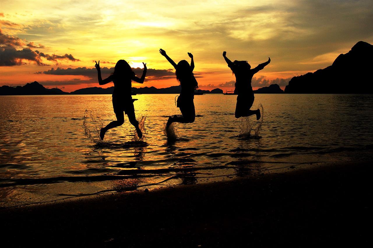 Jumpshot and sunset at the beach of El Nido in Palawan, Philippines