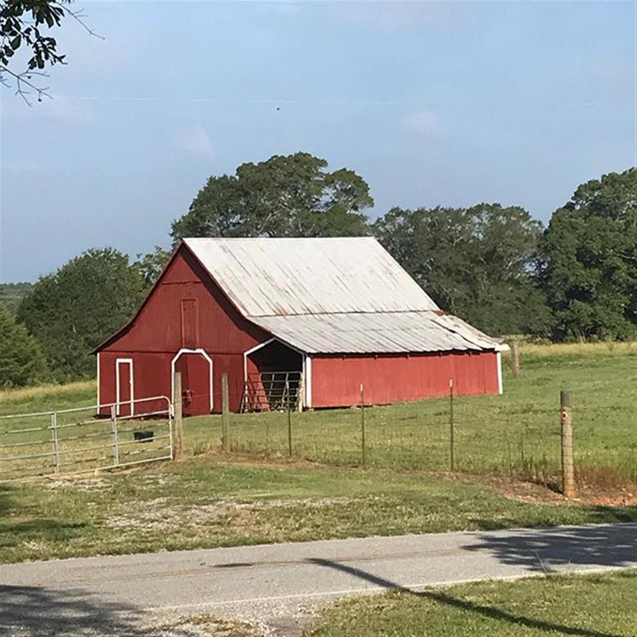 Pretty farm on #friday  #farms #pinemountainga #LeadingRElocal
