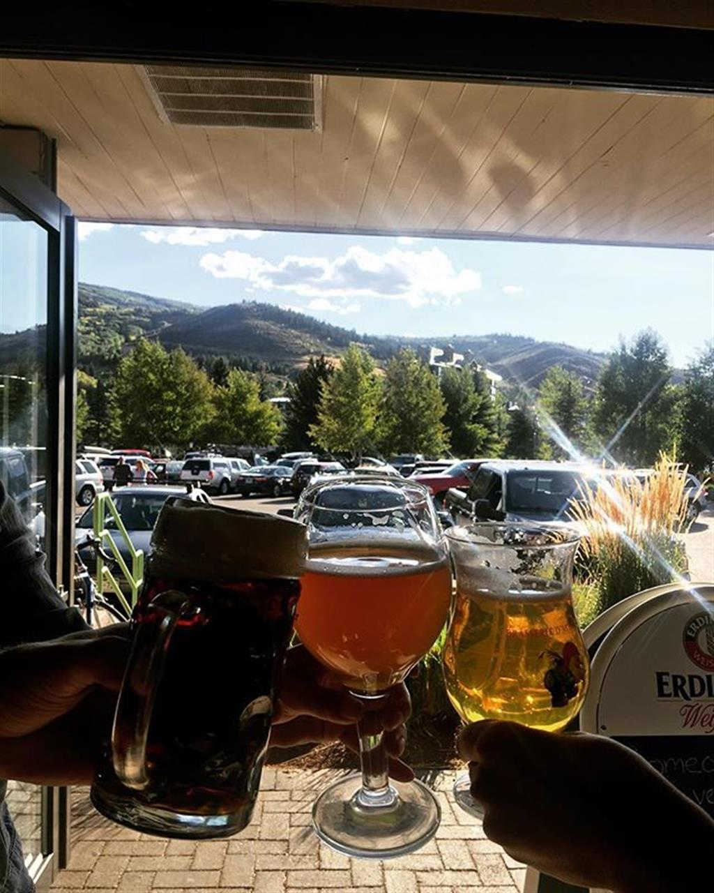 You have to check out @einprositfinebeers in their new location in Avon. German beers, sunshine, and mountains to get you through the work week ?? Prost! #leadingrelocal  #livelocal
