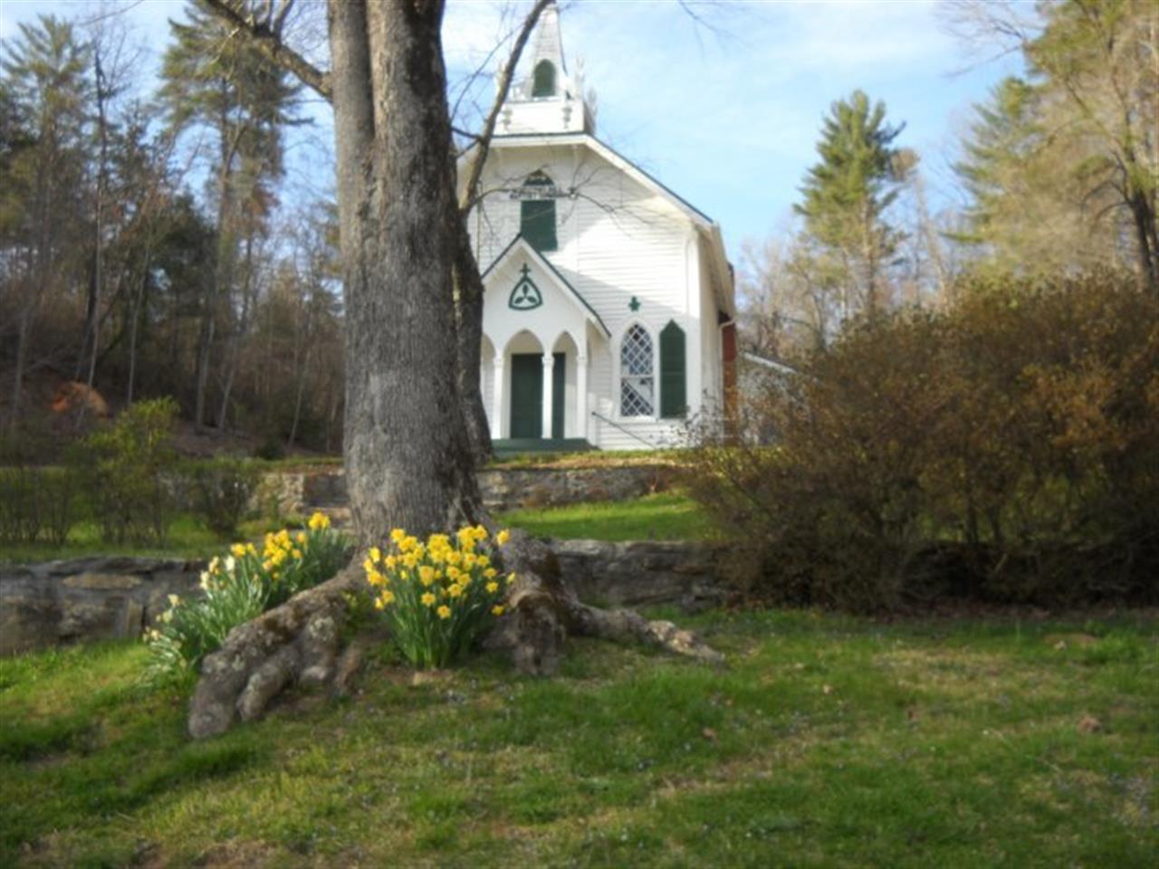 Spring at Crescent Hill Baptist Church in Sautee Nacoochee, Georgia (Helen, GA)