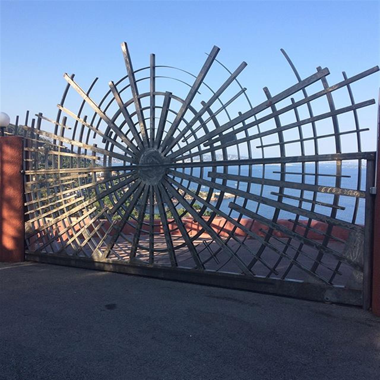 #bubblehouse #anttilovag #theoulesurmer #provence #piercardin #luxuryrealestate #palaisbulles #chemeraviglia #niceview