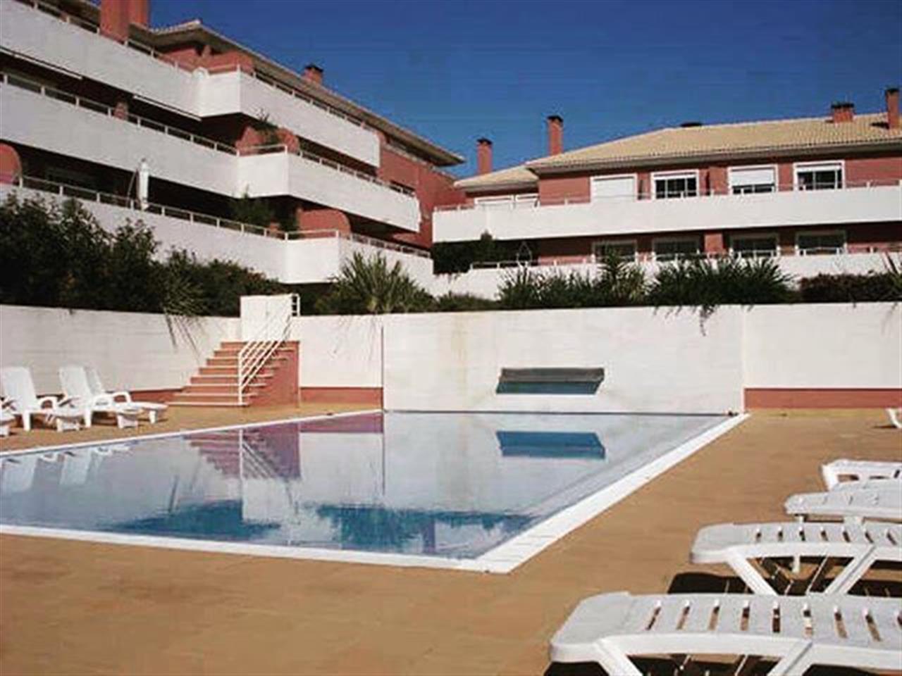 Setembro pede um ·ltimo mergulho! Veja tudo em: www.ins.pt | Ref. VC1690 #insrealestateportugal #cascais #lisbon #portugal #pool #lastsummerdays #leadingrelocal