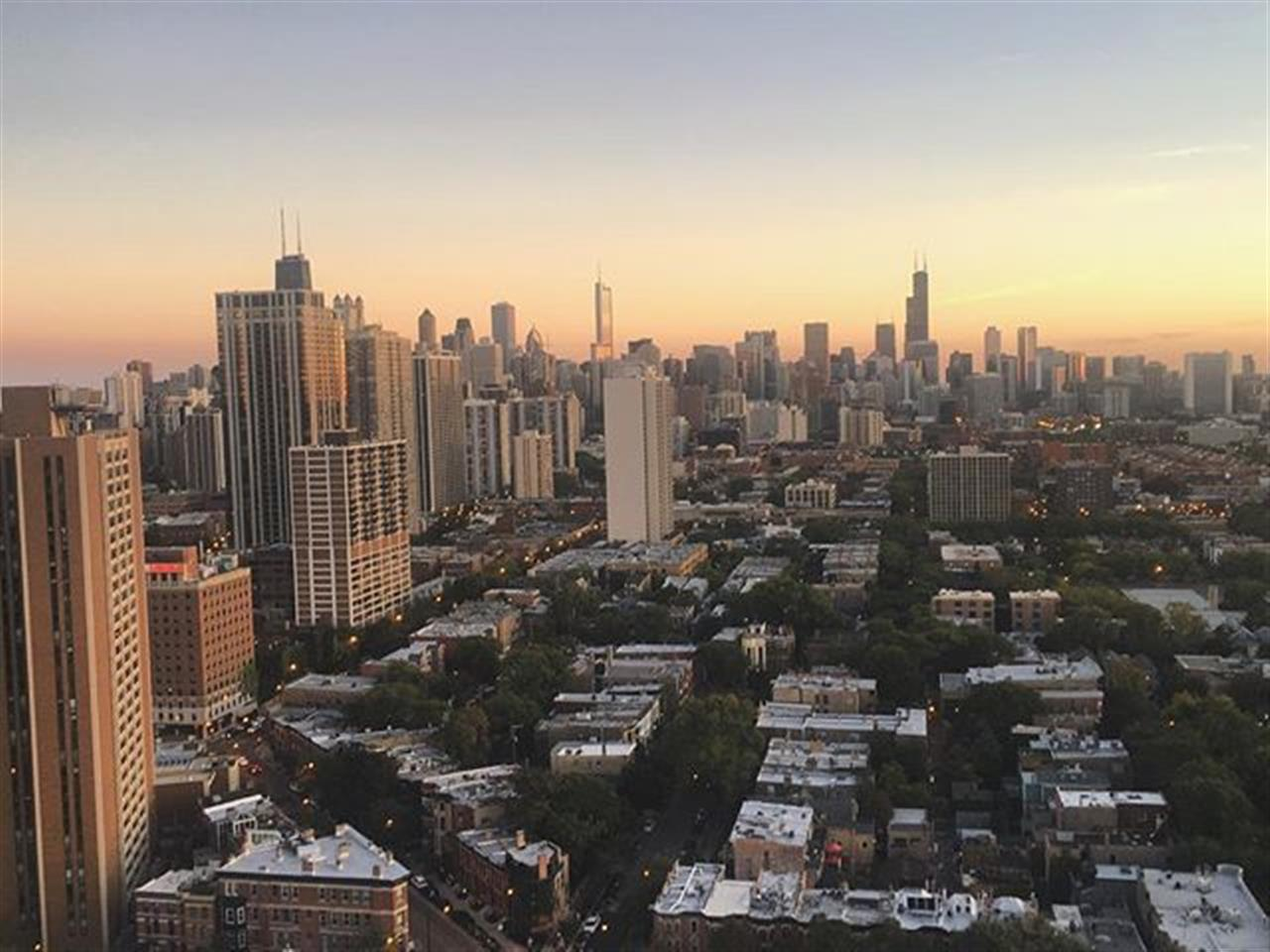 Capturing a great weekend and looking forward to an amazing week, Chicago! #sunset #chicago #twilight #lincolnpark #skyline #leadingrelocal #bairdwarner