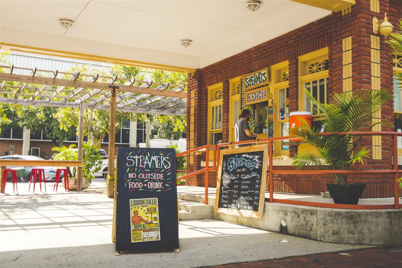 Steamers Downtown Restaurant Scene #GainesvilleFL