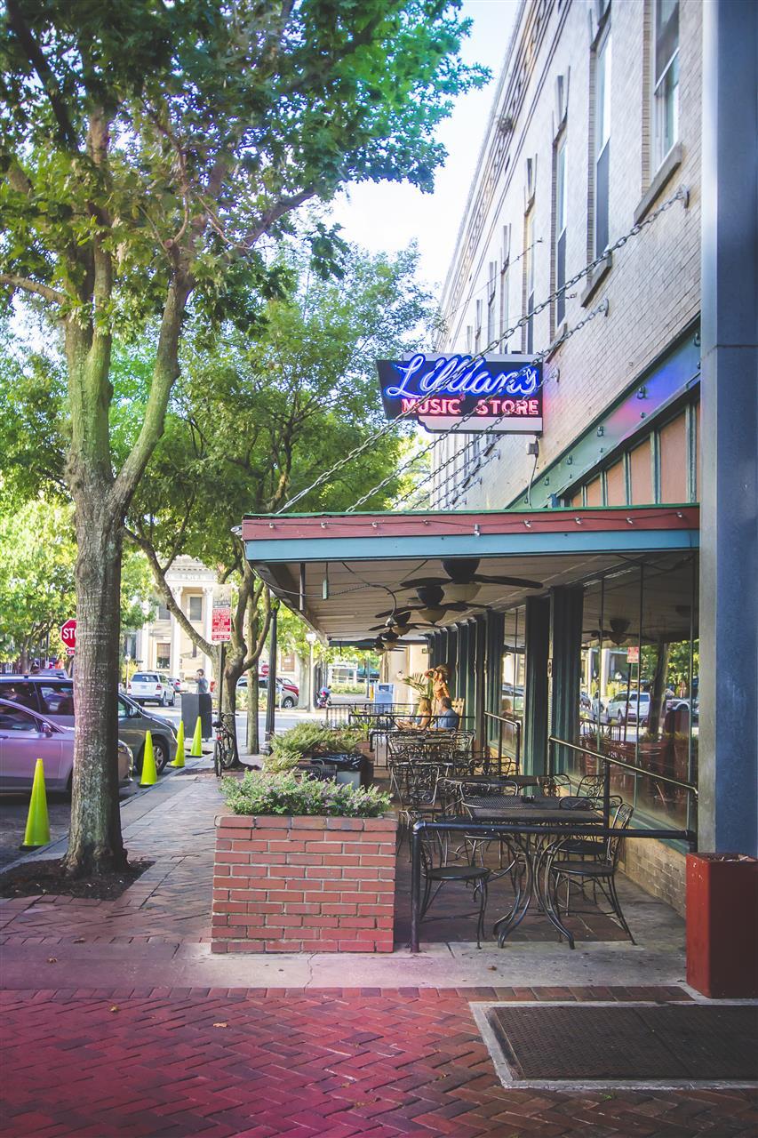 Lillians Restaurant and Night Club