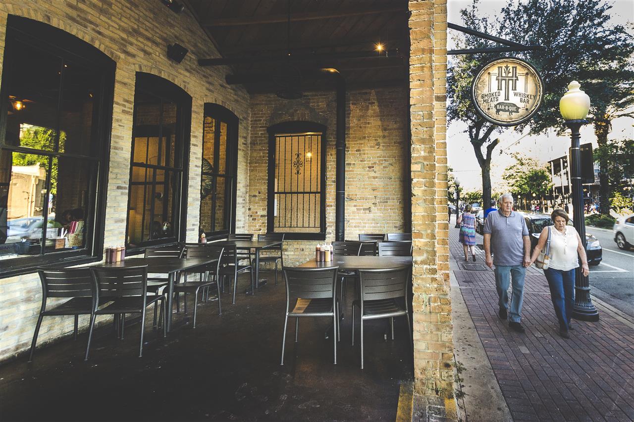 MoJo's Hogtown BBQ Downtown Restaurant Scene #GainesvilleFL