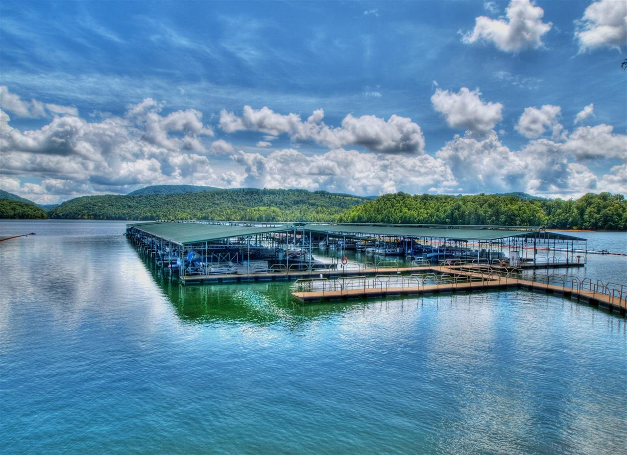 Rock Harbor community marina on 34,000 acre Norris Lake in East Tennessee