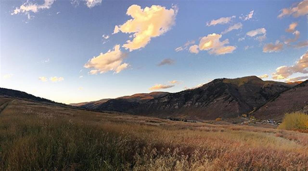Hiking season isn't over until we say it's over. Haymeadow Trail | Minturn #livelocal #leadingrelocal #minturn  #hiking #coloradofall #coloradofallcolors