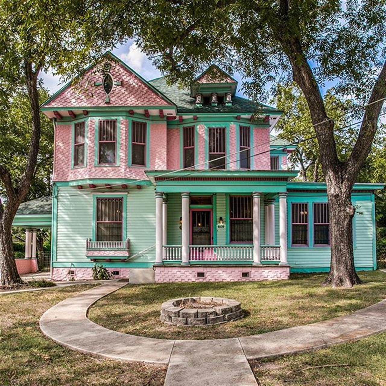 Luxury of the Day: 609 E. Carson in #GovernmentHill, listed by @judy_barnes. This historic home, built in 1890 as the faculty residence for the original West Texas Military Academy, is listed on the National Registry of Historic Places.