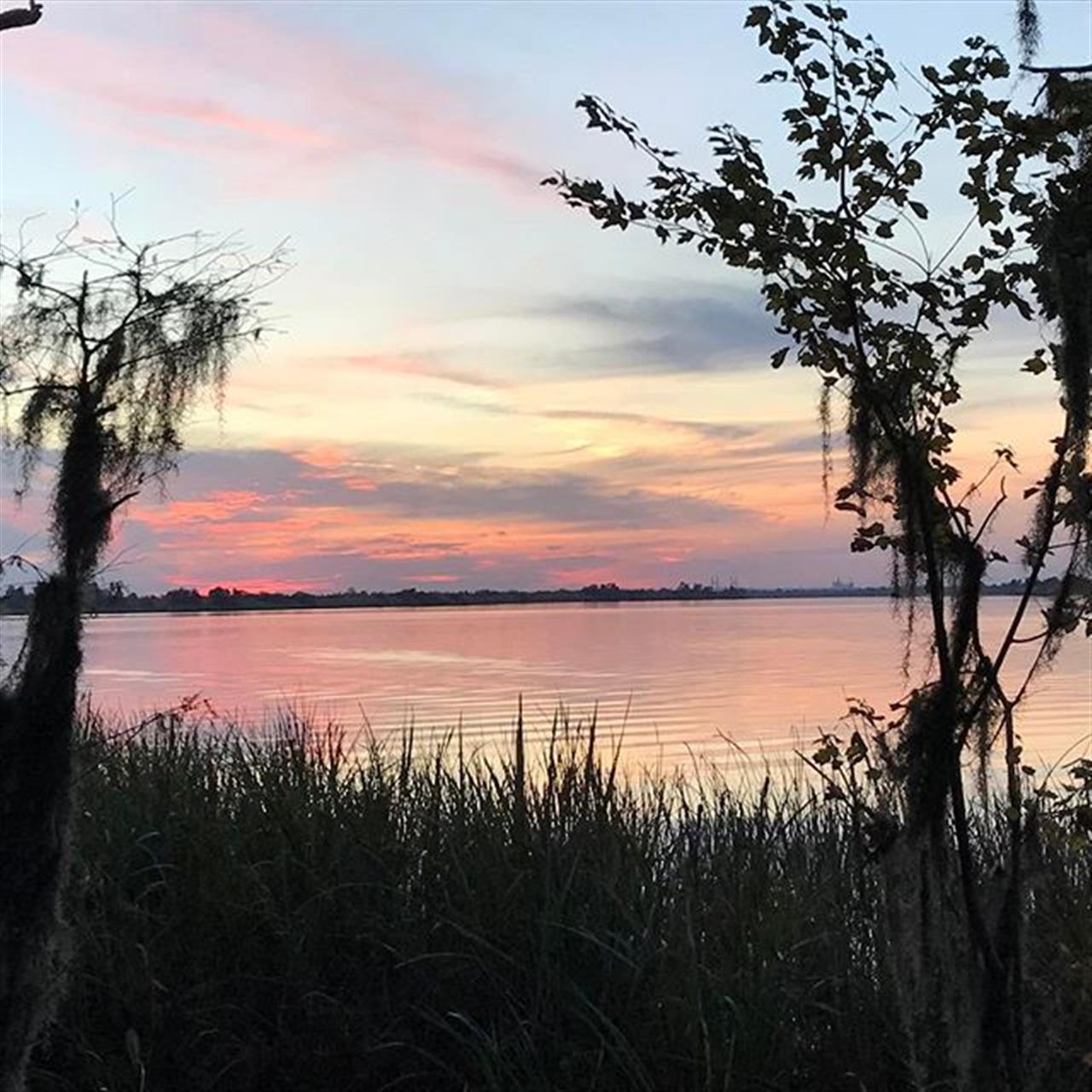 Name a place with a more beautiful sunset than #mobilebay. #youcant #itsperfect #findyourhappyplace #realestate #bellator #sunsets #newhome #leadingrelocal