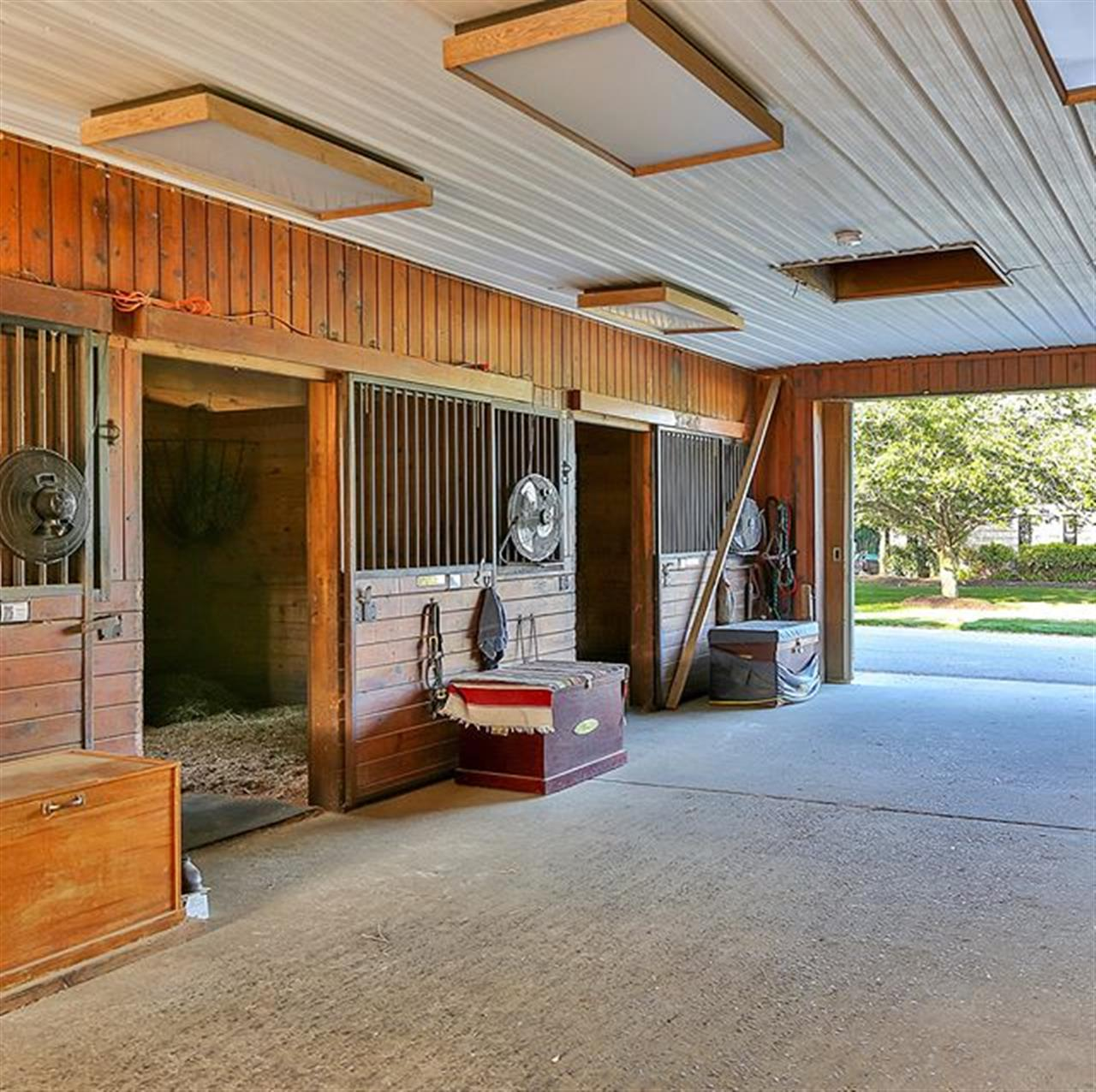 Check out this 8 Stall barn! . 45 Cross Road Colts Neck, NJ http://bit.ly/2xnc17z