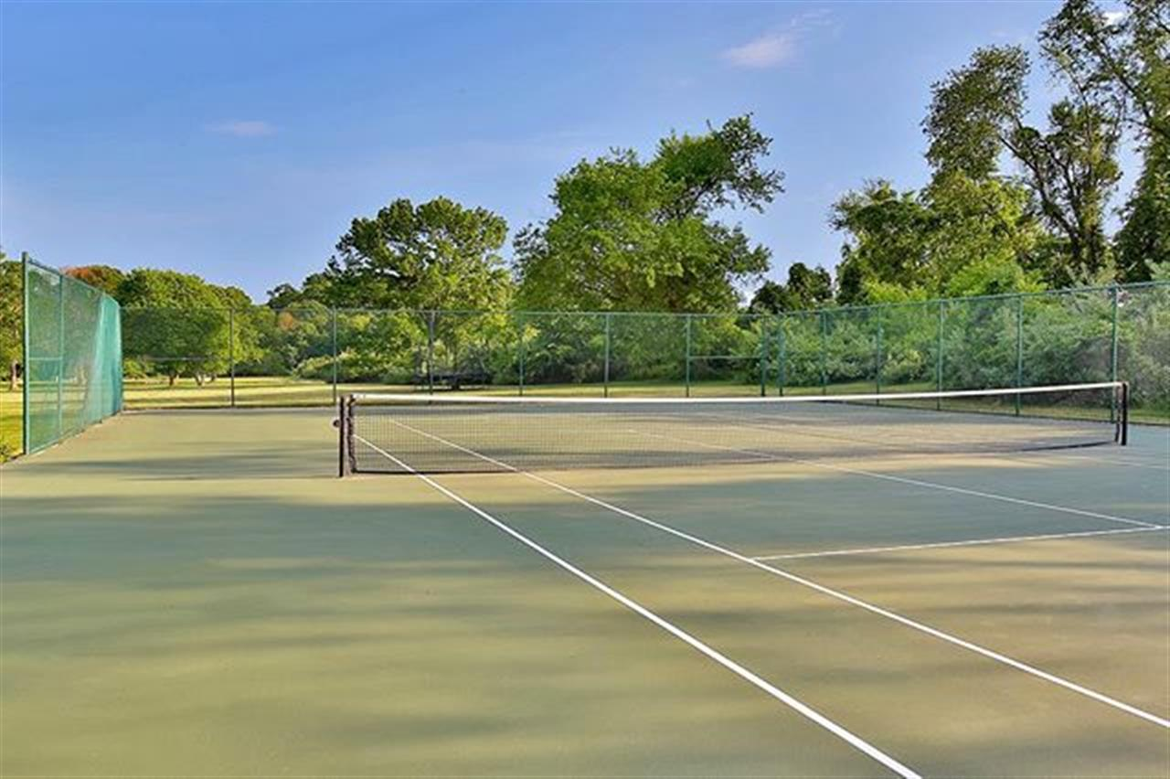 Who wants to play a quick match? . 45 Cross Road Colts Neck, NJ http://bit.ly/2xnc17z