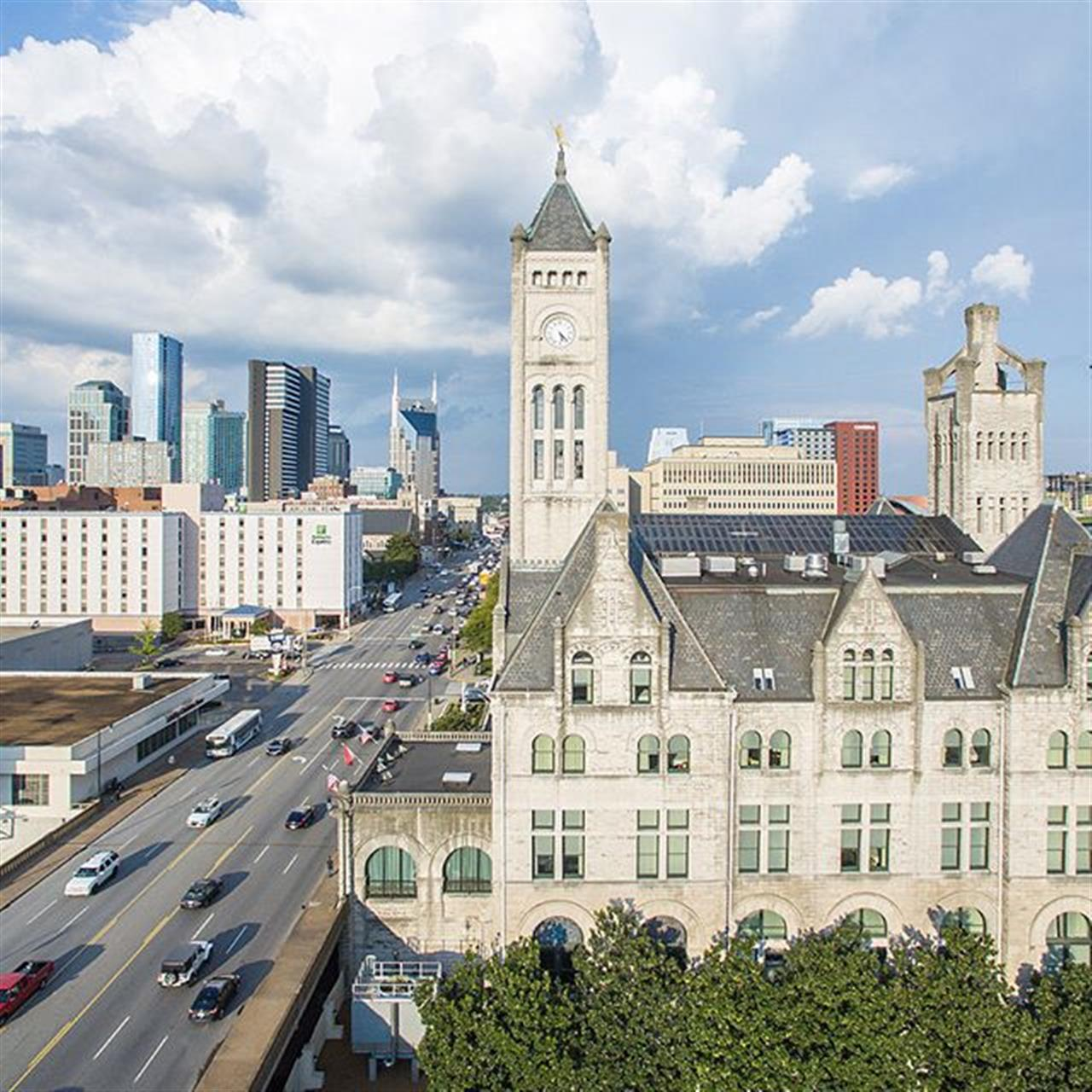 Nashville is such a beautiful city and incredibly rich in history. @unionstationnashville was built in 1900 as the city's train station and now serves as one of the city's most beautiful hotels.  #UnionStation #Nashville #Tennessee #MusicCity #theGulch #Broadway #DowntownNashville #HistoricHotel #ParksRealty #LeadingRE #LeadingRELocal