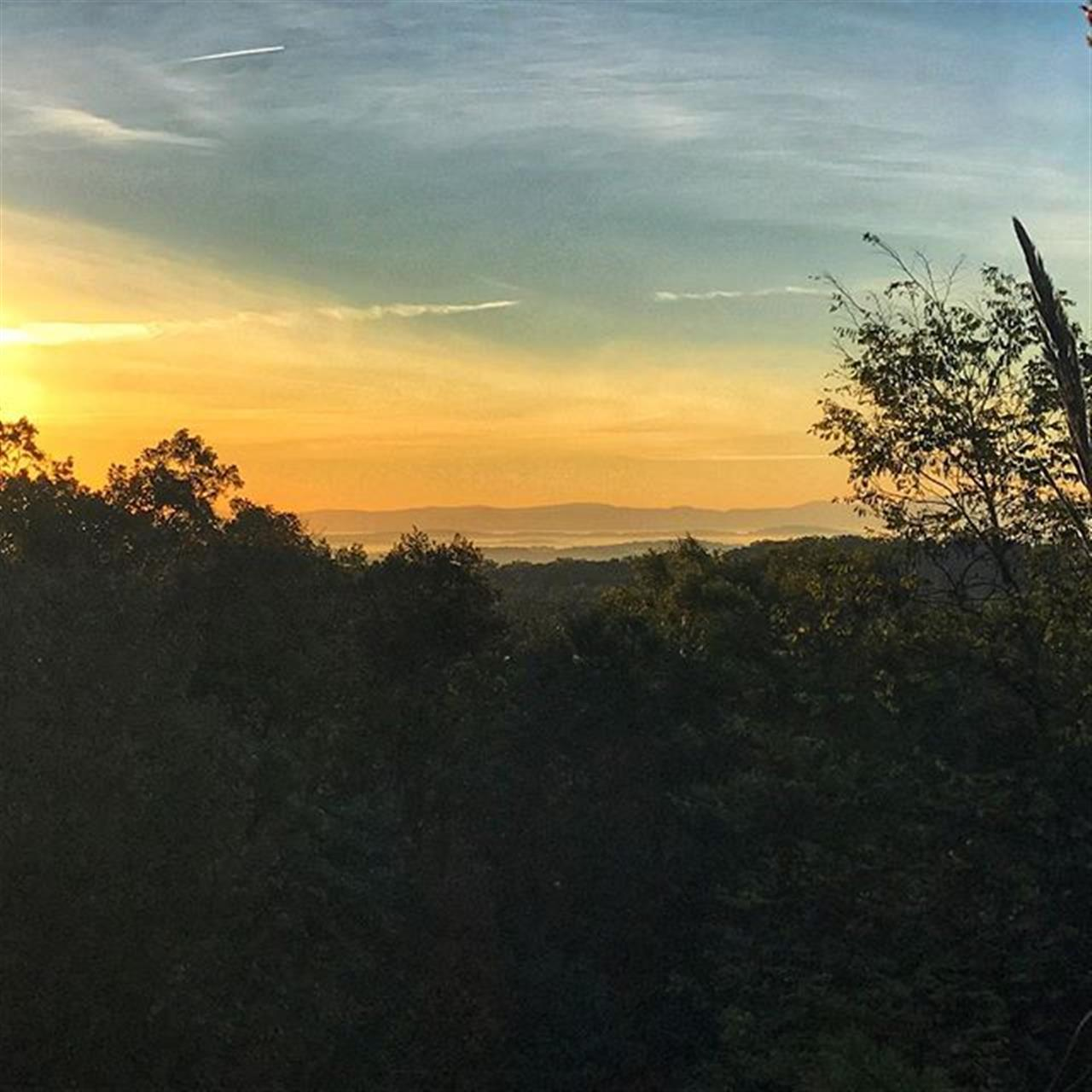 The best part of meeting an appraiser at 8AM on Saturday is that I get to see this amazing view of the sunrise. #sunrise #virginiaskies #virginia #dayton #realtor #leadingrelocal