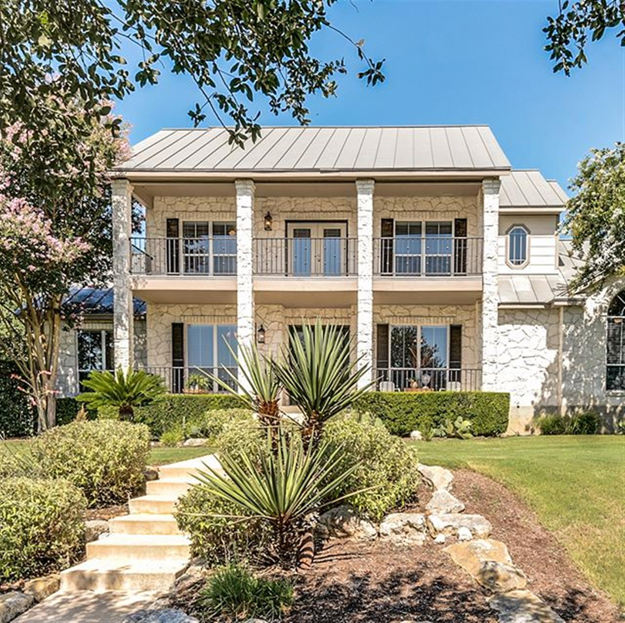 Luxury of The Day: 428 Cordillera Trace, listed by @lesliebrownrealestate. Contemporary finishes, Hill Country views and a serene setting unite at this 7.5+ acre property in prestigious @cordilleraranch.