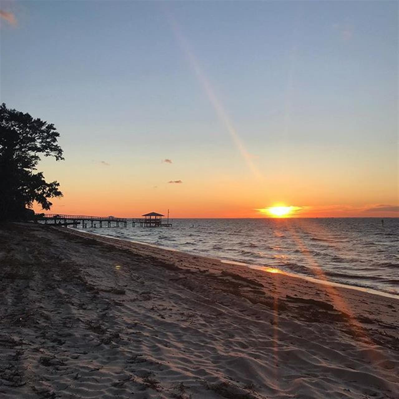 Beautiful sunsets on Mobile Bay this weekend. We are loving this Fall weather! Happy Sunday from Fairhope, AL. #LetsJoinForces ??? . . . . . ?: @annaphillips1 . BellatorAL.com // #leadingrelocal #fairhopealabama #sunsets #realtors #realestate #realestateagent #investors #broker #communitystrong #baldwincounty #alabama #thisisalabama #lovelocal #mobilebay #waterfront #publicbeach #relocationservices #leadingrealestatecompaniesoftheworld #mobileal #bellatorrealestate