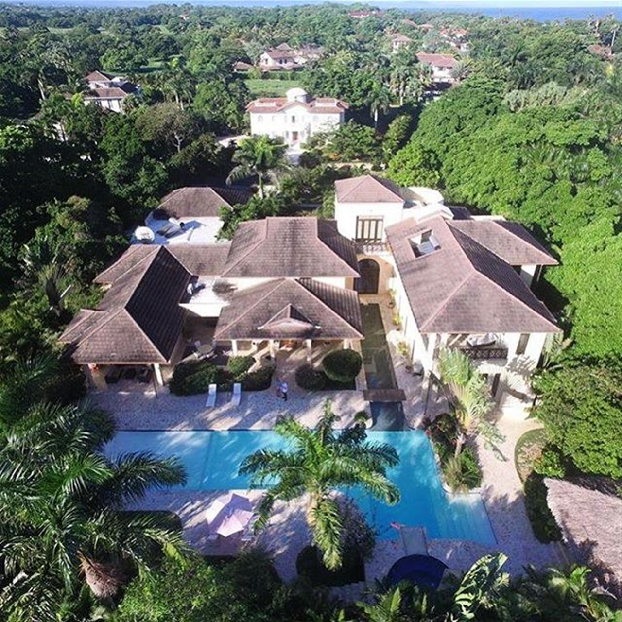 I just going through my photos. I love this house. Great architect! #leadingrelocal #luxuryhome #dominicanrepublicrealestate ##greatarchitecture #architect #dominicanrepublic #cabarete #beachnearhome