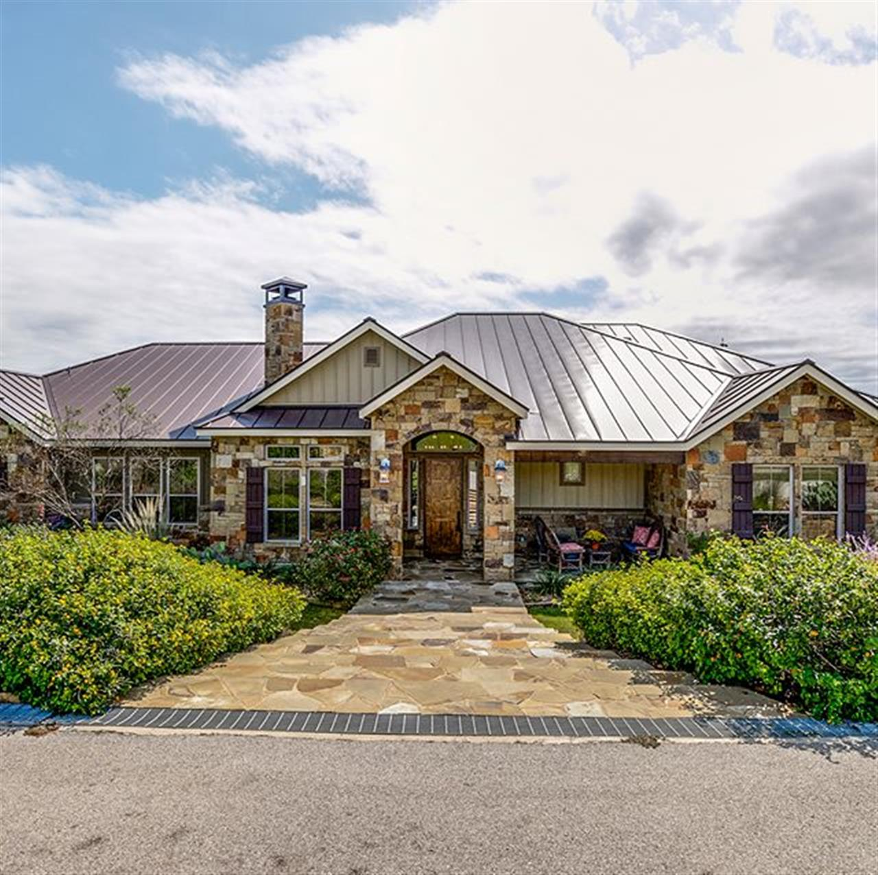 #milliondollarmonday: 1881 Upper Balcones Rd. in #Boerne. Situated on 28+ acres, this marvelous estate combines dramatic architecture, gorgeous grounds and outstanding horse facilities in the most skillful manner.