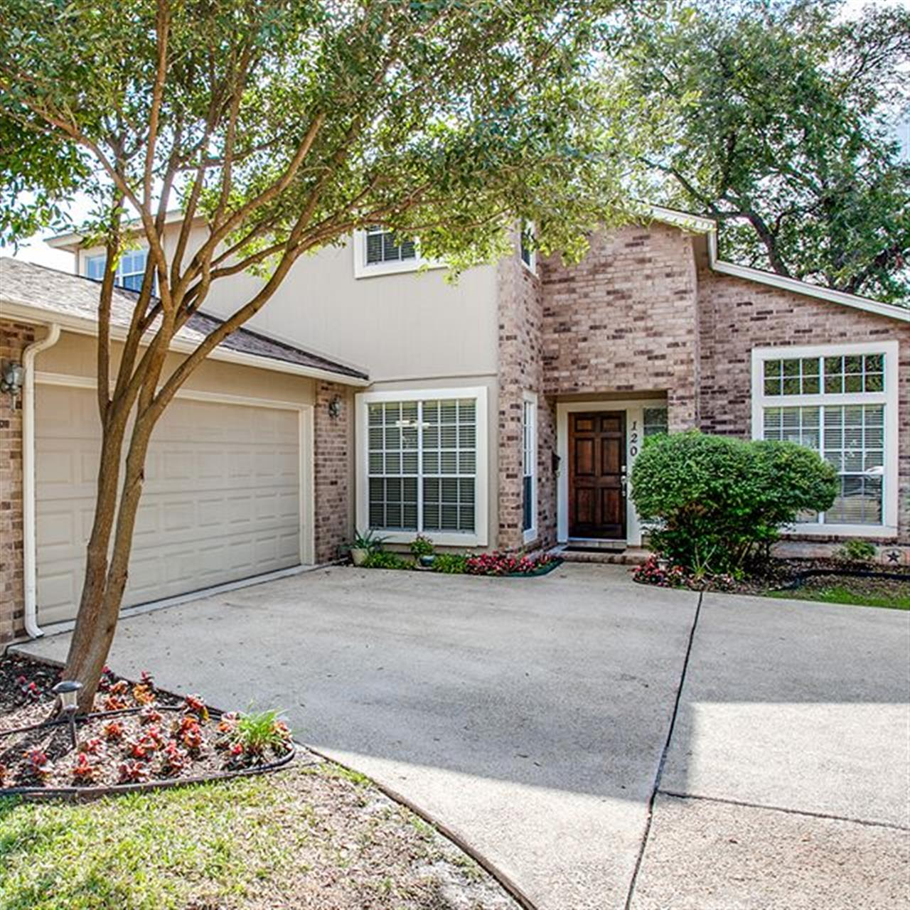 Luxury of the Day: 120 W. Edgewood Pl. listed by @melaniew.therealtor. Located in desirable #AlamoHeights, this wonderfully updated 2-story home offers a relaxed environment for day-to-day living, holiday celebrations and everything in between.