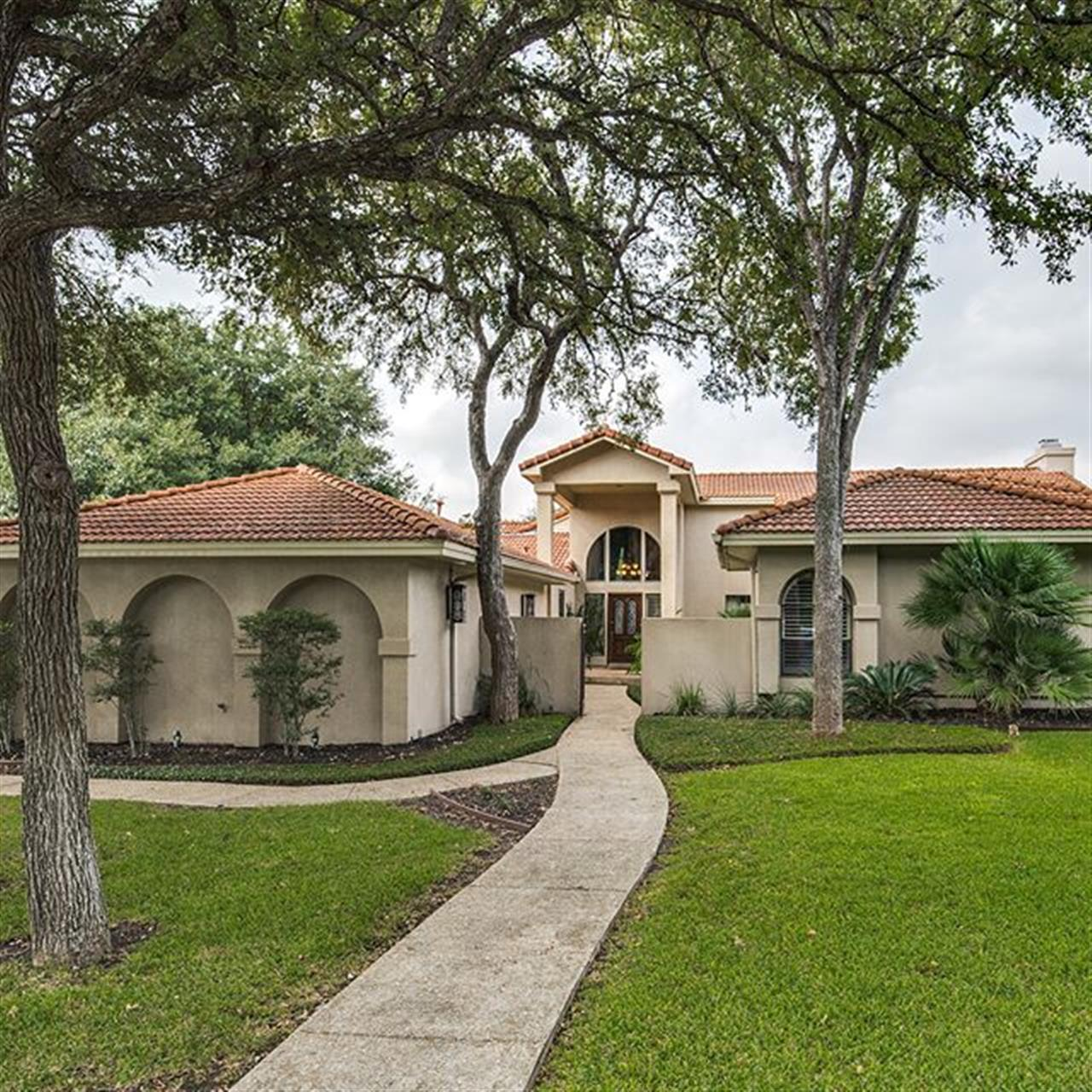 Luxury of the Day: 14003 Bluff Park Dr. listed by @dalrymple.judy in #BluffviewEstates. Accessed through a gated courtyard, this wonderful single story features hardwood floors, plantation shutters and soaring ceilings.
