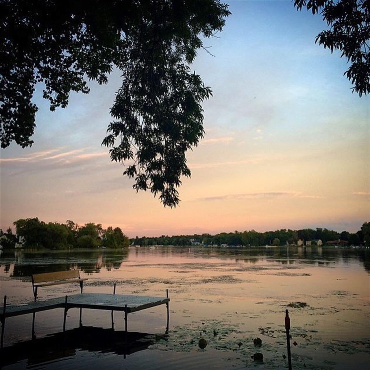 A serene moment on Crystal Lake, the city's namesake lake. Just a train ride outside the busy city of Chicago, Crystal Lake offers a scenic getaway for canoeing, biking hiking and more. #crystallake  #chicagosuburbs #wisconsinborder #summernights #leadingrelocal #chicagorealestate #realestate #relocation #chicagorelocation #bairdandwarner