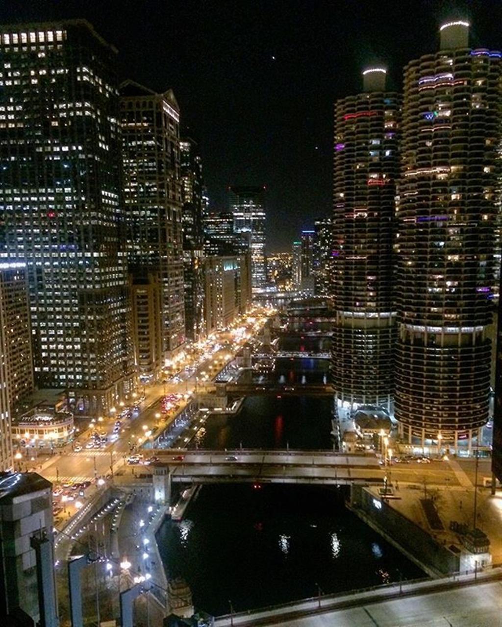Ribbons of light along #wackerdrive #chicago #londonhousechicago #rooftops #leadingrelocal #bairdwarner #citywelove #realestate